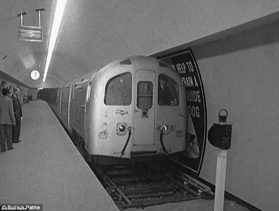 2B544D1200000578-3196543-Sparkling_A_brand_new_tube_train_makes_one_of_its_first_journeys-a-9_1439536042955