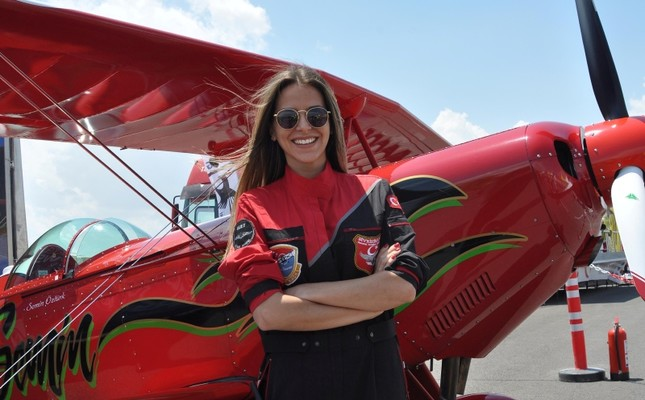 645x400-turkeys-first-female-acrobatic-pilot-to-fly-in-romanian-aviation-festival-1530534938047