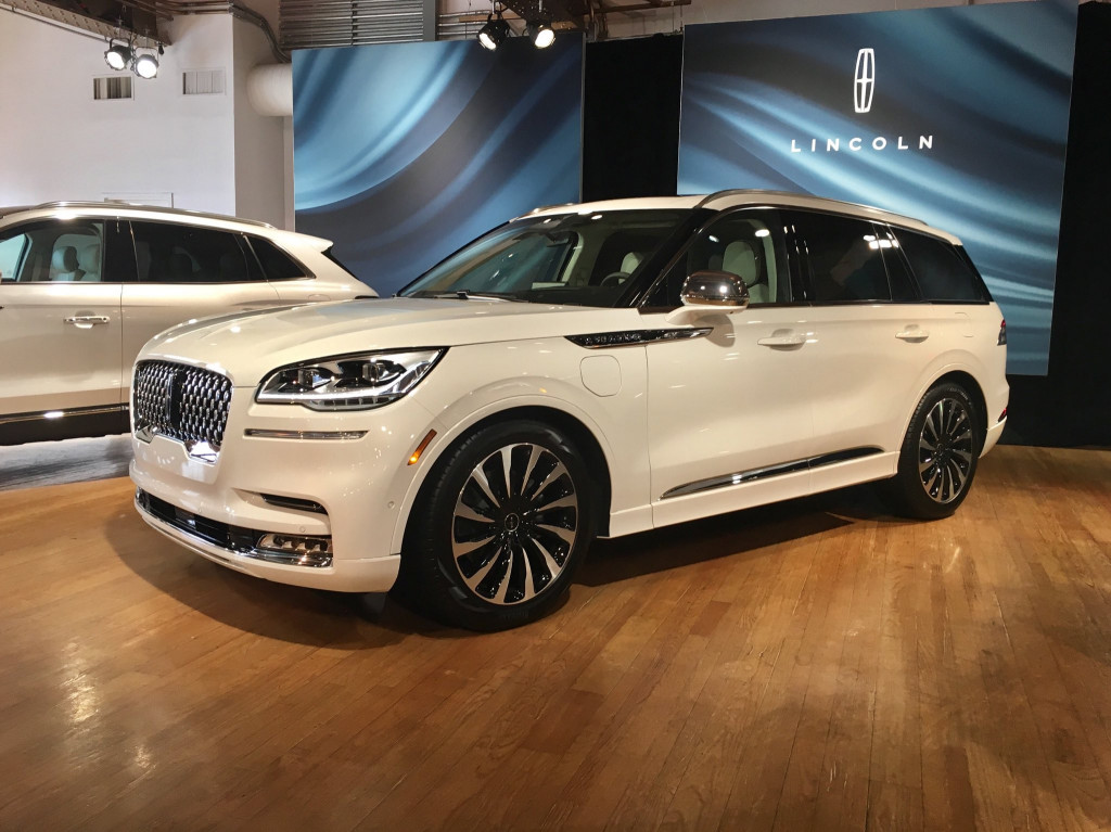 2020-lincoln-aviator-plug-in-hybrid_100699830_l
