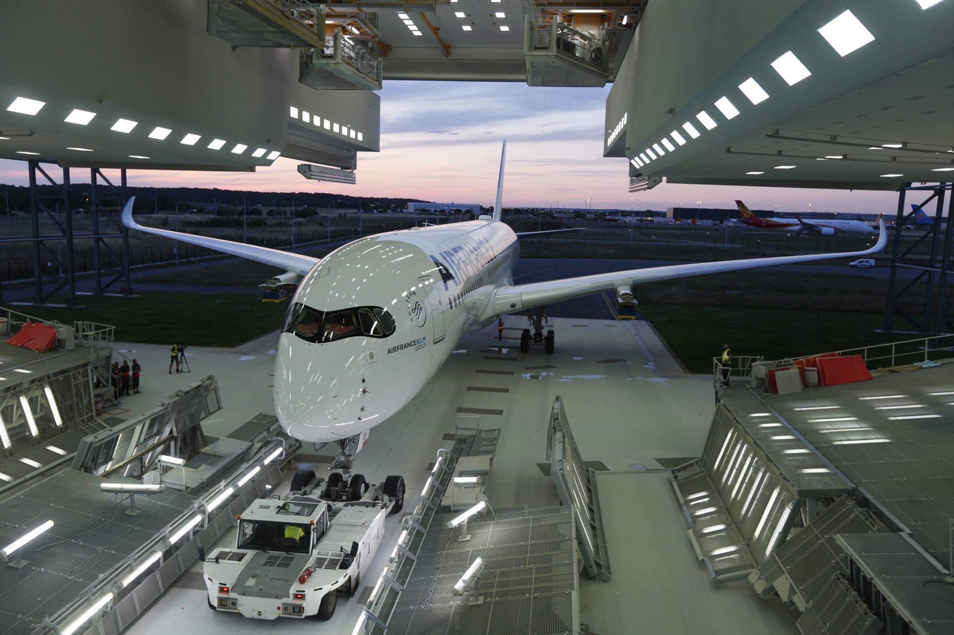 Air-France-Airbus-A350-paintshop