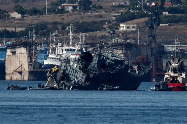 Containership Maersk Launceston and Greek Minesweeper Collide Off Piraeus