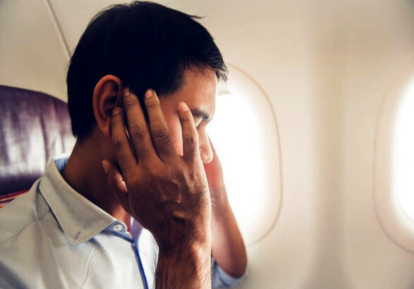 علت سنگینی سر در هواپیما چیست؟