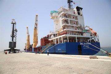 پهلوگیری نخستین کشتی حامل تجهیزات احداث پتروشیمی در چابهار