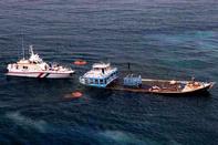 نجات جان هشت سرنشین یک لنج باری در آب های جزیره ابوموسی