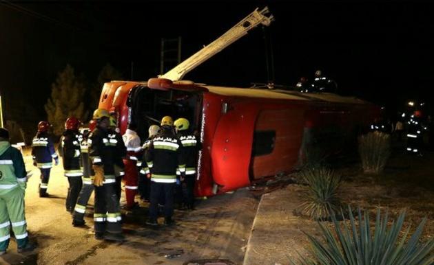 واژگونی اتوبوس در زنجان ۳ کشته و ۲۱ مصدوم برجا گذاشت