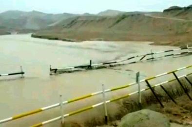 مسدود شدن جادهها در جنوب کشور به دلیل طغیان رودخانهها