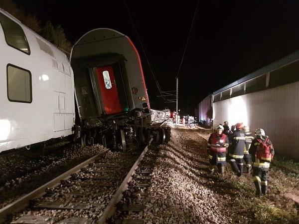 خروج قطار مسافری از ریل در اتریش