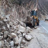 کوه در جاده شهر گراب ریزش کرد
