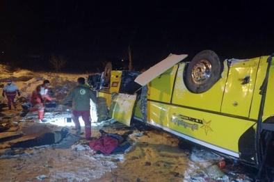 تصاویر  9 کشته در واژگونی اتوبوس در آزاد راه زنجان-تبریز