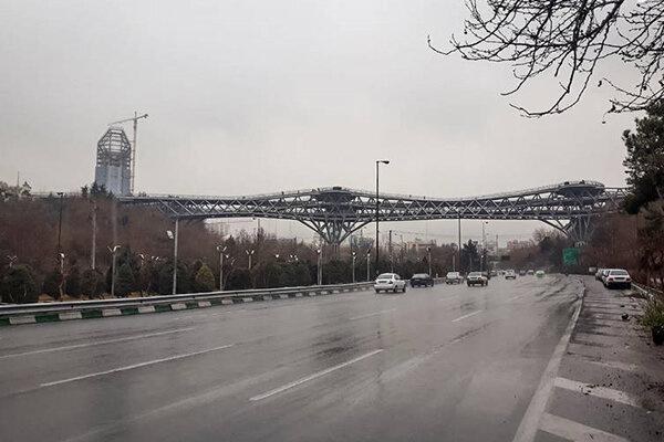 وضعیت قرمز کیفیت هوای تهران در یک روز بارانی