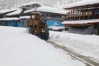 برف راه ارتباطی 10 روستای آذربایجان غربی را مسدود کرد