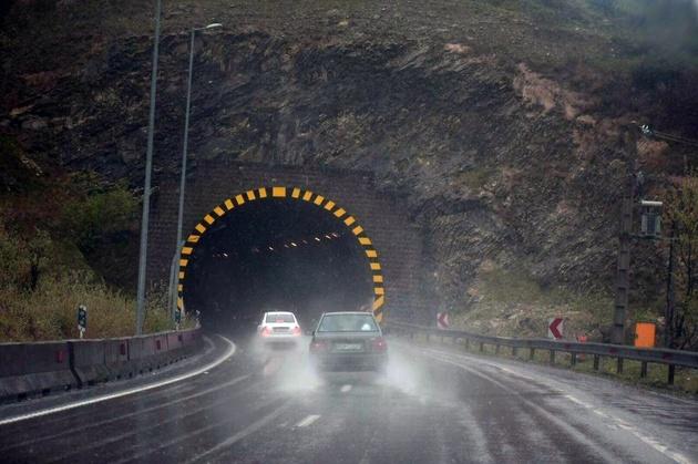 جادههای شمال بارانی است