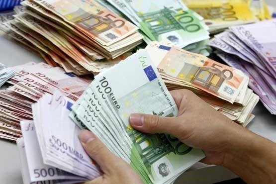 جزئیات نرخ رسمی ۴۷ ارز در 8 بهمن ماه / قیمت رسمی یورو و پوند کاهش یافت