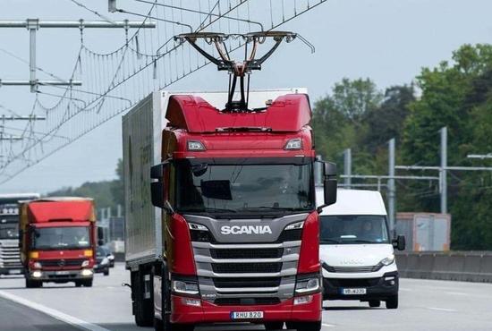 عکس| بزرگراه الکتریکی برای کامیونها