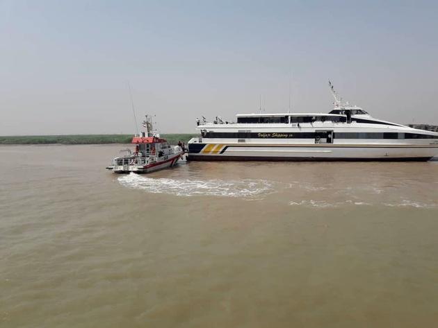 کشتی مسافربری مسیر خرمشهر -کویت به گل نشست + تصاویر