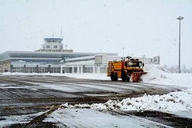 باند فرودگاه ارومیه باز است