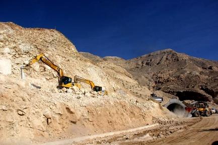 آغاز عملیات آسفالت بزرگترین تونل جنوب کشور در لامرد