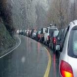 بارش باران در محورهای آذربایجان شرقی باعث کندی تردد خودروها شد