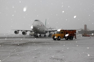 پاکسازی سطوح پروازی فرودگاه مشهد