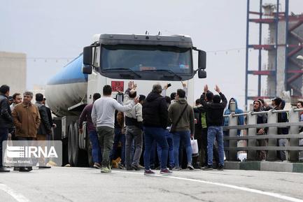 اعتراضها به گران شدن بنزین