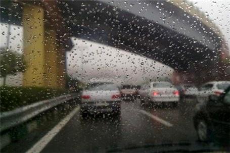باران جادههای خراسان رضوی را لغزنده کرد