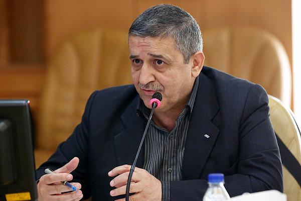 عدم حمایت وزارت نفت از ناوگان بینالمللی/سوخت به کامیونهای ایرانی گران میرسد