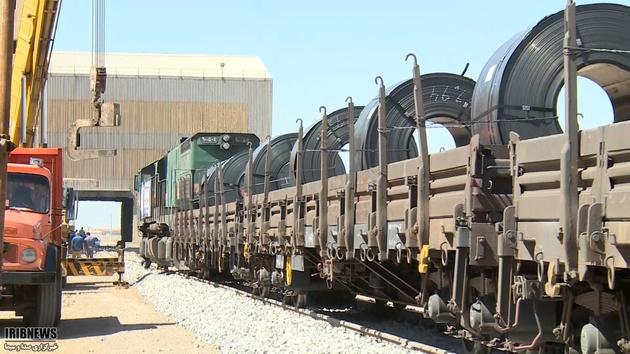 حمل ریلی ۵۱ هزار تن آهن آلات از محصولات مجتمع فولاد خراسان در بهار ۹۸
