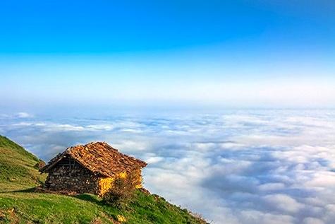 روستایی عجیب و رؤیایی بر فراز ابرها