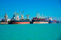تخلیه همزمان ۷ فروند کشتی در مجتمع بندری امامخمینی(ره)