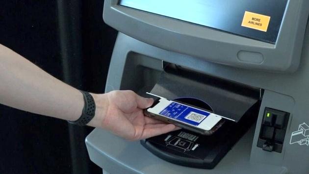 استفاده از فناوری Touchlessدر فرودگاهها / حضور رباتها برای یادآوری استفاده از ماسک