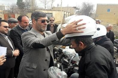 اهدای 9 هزار و250عدد کلاه ایمنی به موتورسواران اردبیل