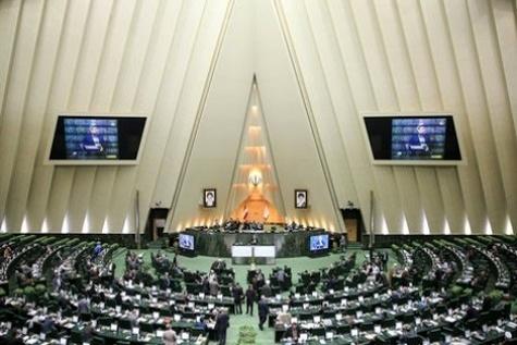 فرشادان: تعداد محدودی از نمایندگان استیضاح وزیر راه را دنبال میکنند