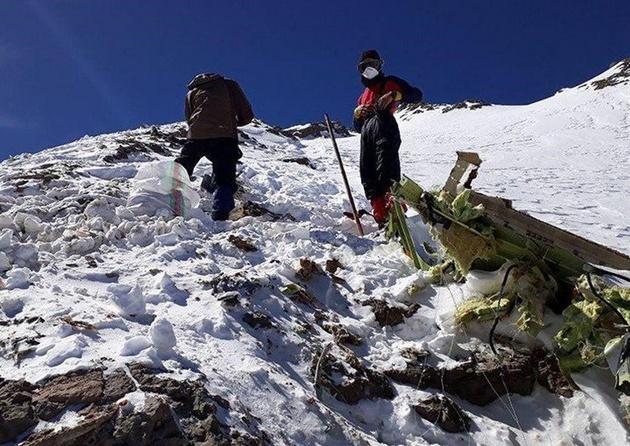 کشف پیکرهای خلبان و کمکخلبان هواپیمای «آسمان» در ارتفاعات دنا