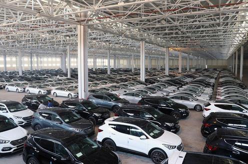 کاهش قیمت خودرو با عرضه خودروهای احتکار شده