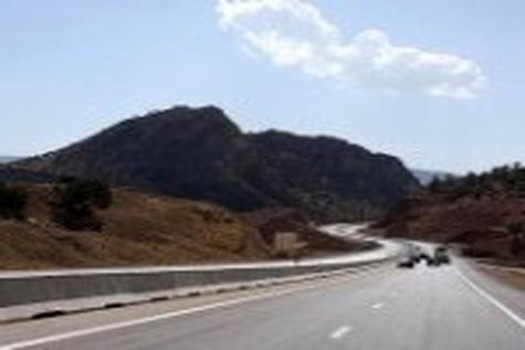 محور «زرند - کوهبنان» بعلت کمبود اعتبار در تعطیلی به سر میبرد