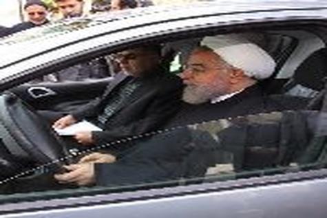رئیس جمهوری از خودروی برقی - بنزینی رونمایی کرد