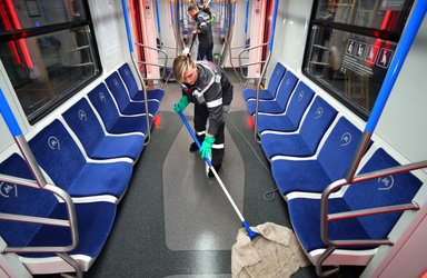 تصاویر  تمیز کردن واگنهای مترو در مسکو