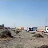 صف طولانی کامیونها در یک پمپ بنزین در ایرانشهر + فیلم