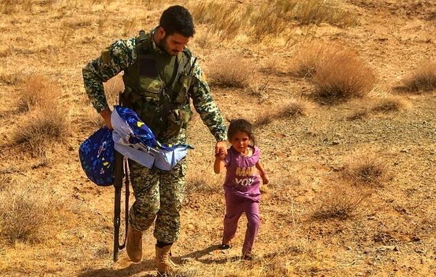 پناه آوردن کودک افغان به تکاور ایرانی