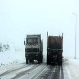 بارش برف در گردنه های آوج و بهرام آباد آغاز شد