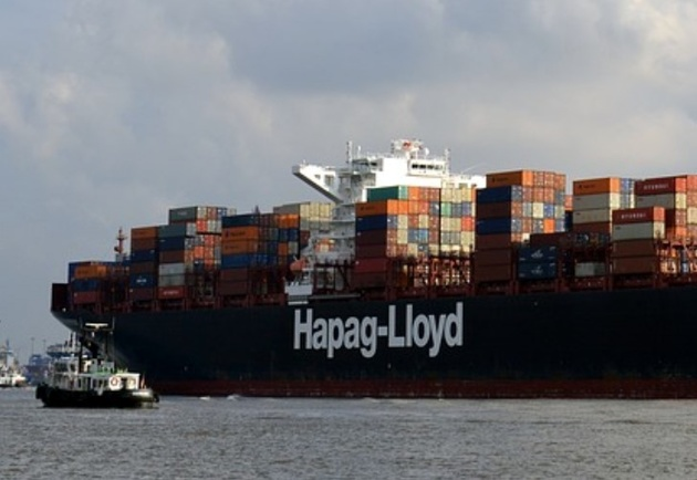 Hapag-Lloyd: Crew Evacuated from Fire-Stricken Yantian Express