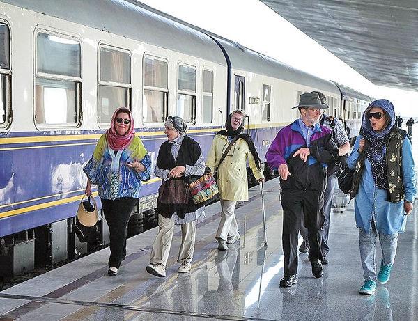 عقاب طلایی تا 31 فروردین مهمان مردم ایران است