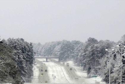 فیلم| جادهای در آمریکا در یک روز برفی بهاری