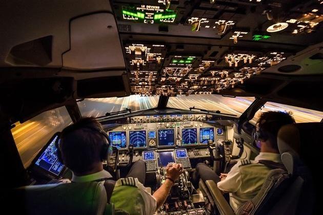 تغییر مسیر هواپیما به خاطر ریختن قهوه در کابین خلبان