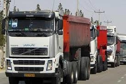 فیلم|صف کامیونها و اتلاف وقت رانندگان در یک کارخانه