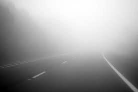 مه غلیظ دید افقی در آزادراه زنجان - قزوین را به شدت کاهش داده است