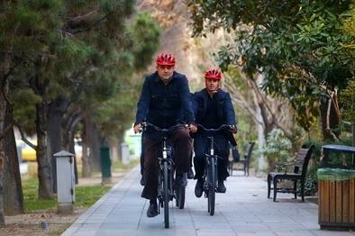 در آخرین سهشنبه سال 97 حناچی با دوچرخه به بهشت رفت