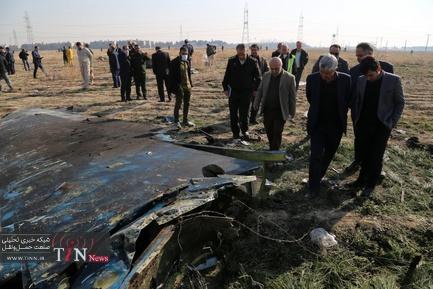 بازدید مدیر فرودگاه امام از محل سقوط هواپیمای مسافربری بویینگ ۷۳۷ متعلق به خطوط هوایی اوکراین