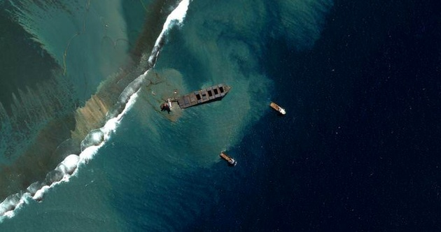 Mauritius Oil Clean-up Turns Focus From Ship To Shore