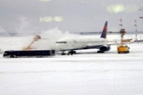 برف مدارس ایلام را تعطیل و پروازهای فرودگاه را لغو کرد